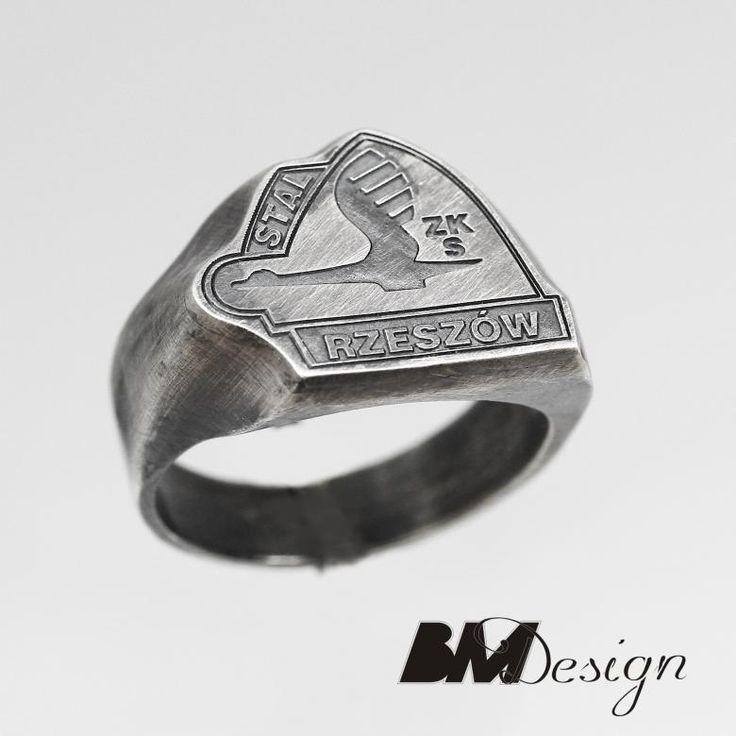 Sygnet z logo Stal Rzeszów, sygnet kibica Stal Rzeszów. Męska biżuteria . Projekt i wykonanie BM Design  #Rzeszów #złotnik #pracowniazłoticza #BM #diamenty #diament #brylant #naprawa #nazamówienie #herb #sygnet #pieczęć