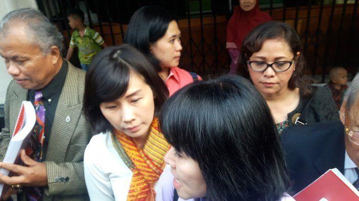 Mata Sembab, Istri Ahok Tampil dengan Potongan Rambut Baru Saat di PN Jakarta Utara