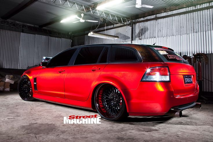 Image from https://d3lp4xedbqa8a5.cloudfront.net/s3/digital-cougar-assets/motor-media/3813372/holden-ve-commodore-wagon-rear-angle.jpg.
