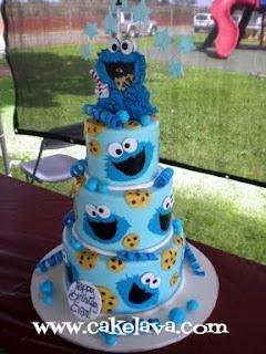 Cookie Monster Cake @Yvette Mau - Maddie's bday cake this year?! haha