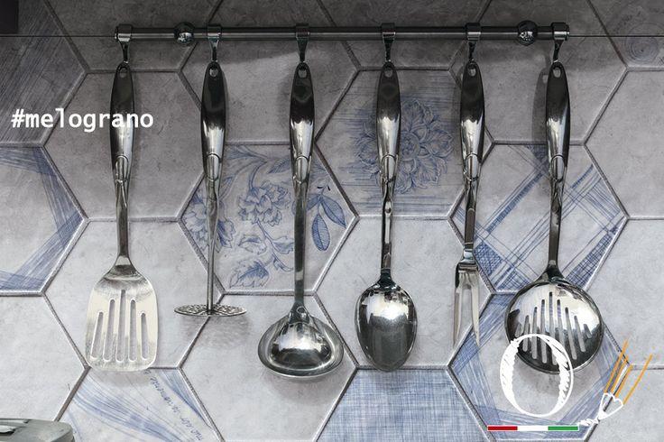 tutto appare migliore con la collezione Melograno / everything looks better with Melograno collection #kitchen #ceramic #tiles #ornamenta