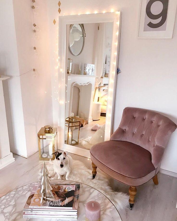 In diesem kuscheligen wohnzimmer in zartem rosa kann man sich nur wohlfühlen