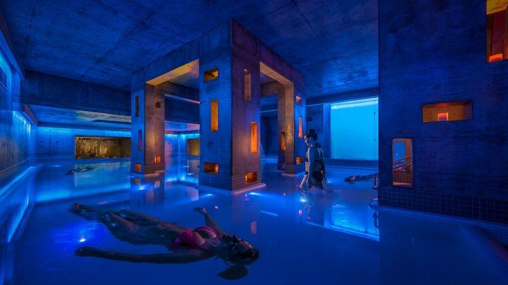 Traitement Källa - Premier bassin flottant d'eau salée en Amérique   Källa treatment - First salt-water floating pool in America