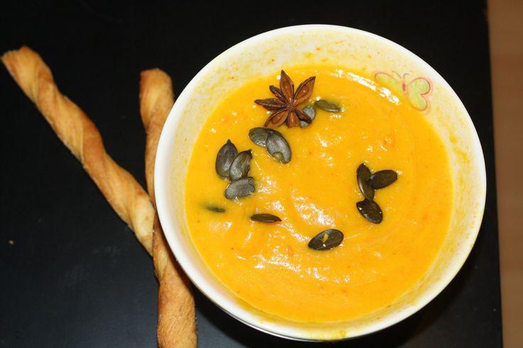 Hallo aus Berlin, Wie lecker – das müsst ihr probieren… Diese Suppe ist in dieser Jahreszeit der absolute Dauerbrenner – frischer Kürbis, Kokosmilch und stärkendes Kurkuma geben …