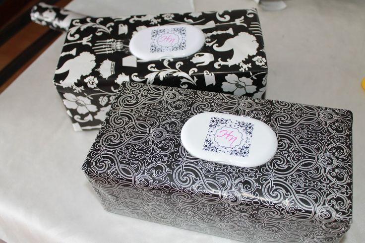 Caja de clinex reconvertida para meter paquete de toallitas