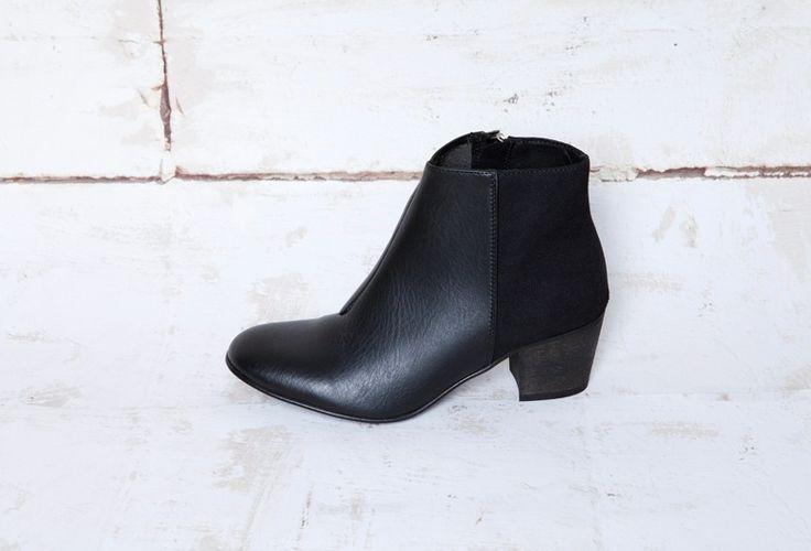 Image of NINA BLACK (veg.leather/veg.suede)