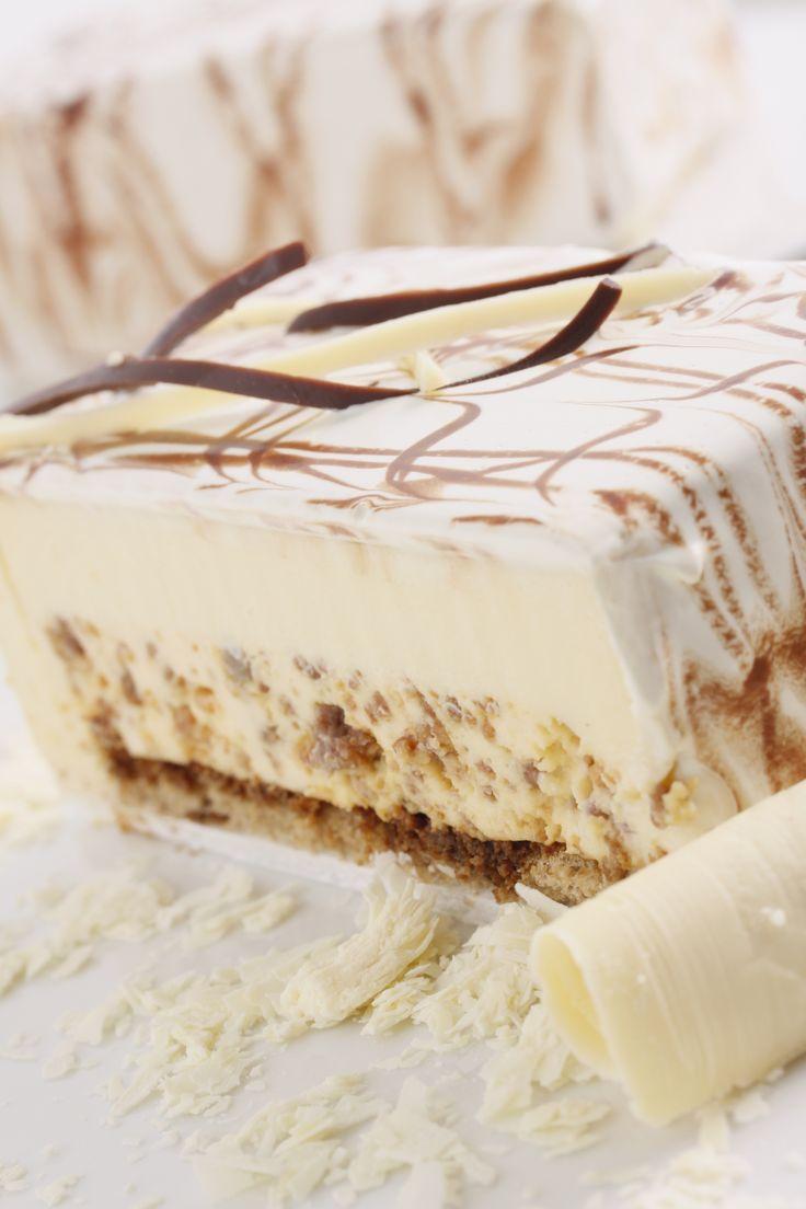 """Y que tal esta deliciosa """"Torta Coral"""",  elaborada con una mousse de chocolate blanco con galleta florentina y caramelo, sobre una base de bizcochuelo de café, cubierta con chocolate blanco? Ya te antojaste??? #reposteriaastor elastor.com.co"""