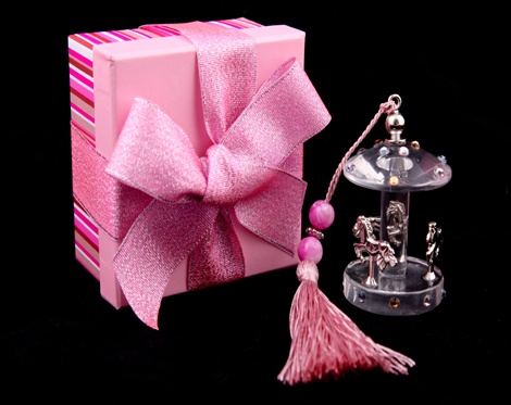 A wonderful crystal carousel favour box!£3.11