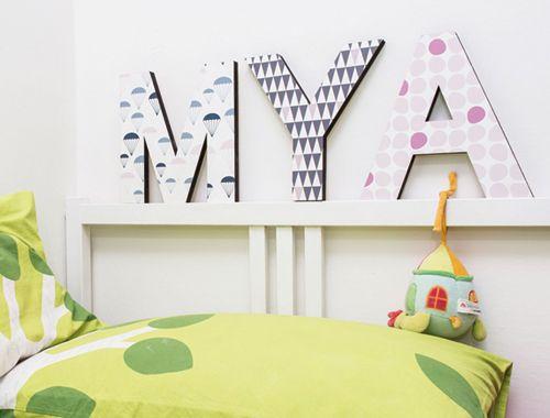 Lettera in legno A decorazione da parete o da appoggio trama pallini