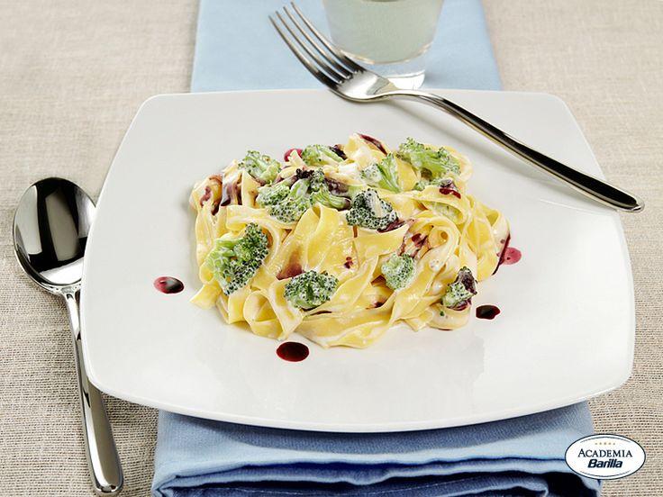 Fettuccine con ristretto di Lambrusco, broccoli e formaggio fresco
