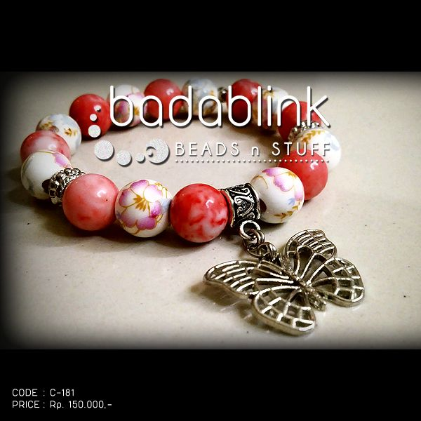 Peach stones and white ceramic bead bracelets with silver metal butterfly charm   Material: natural stones and metal     Length: 18-22 cm/7-9 inches     Inquiries: facebook.com/badablink      Line: badablink      Email: hello@thebadablink.com