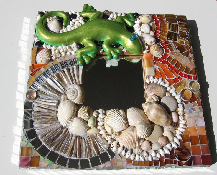 mirror with lizard