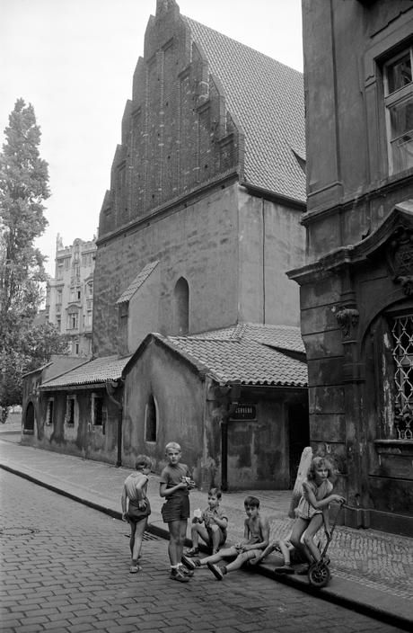 Erich Lessing  CZECHOSLOVAKIA. Prague. 1956. Alt-Neuschul,Prague.