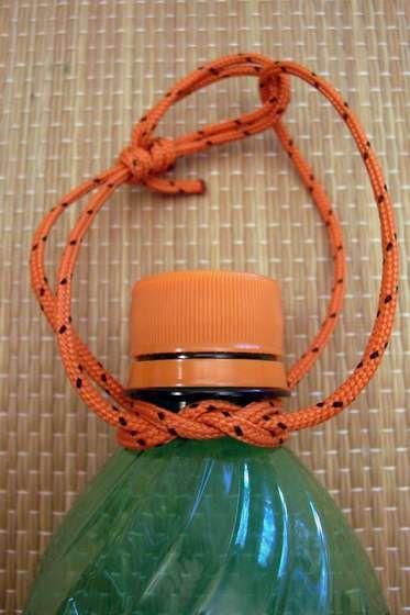 How to tie a jug knot --- maybe a way to carry my gatorade bottle on my pack
