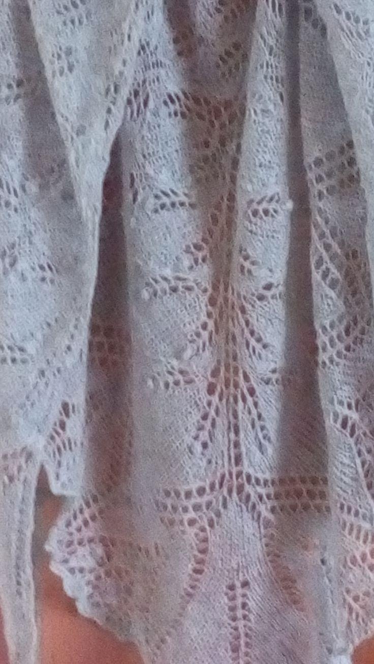 chusta Aeolian-kolor szary cienka wełenka-druty nr.3,5-180-98cm.