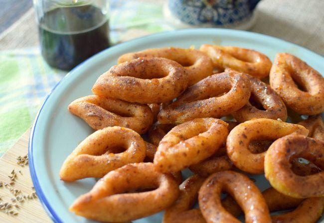 Las mandocas venezolanas se elaboran con maíz, papelón, queso blanco y semillas de anís, se frien y se comen en la merienda o el desayuno