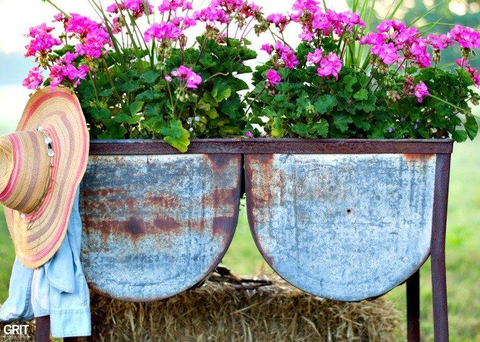For the love of garden junk!    As always I was on the hunt for vintage wash tubs.    Doubles, singles, rusty, chippy goodness for flowers. Finding vintage wash…