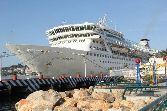 ] ACAPULCO, Gro. * 25 de marzo de 2014. El gobierno de Acapulco que dirige el alcalde Luis Walton Aburto, a través de la Secretaría de Turismo Municipal, recibió a turistas extranjeros ingleses quienes venían a bordo del crucero Balmoral  de la operadora Fred Olsen Cruise Lines de bandera noruega.