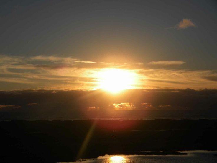 Aatardecer en el Parque Nacional Cucao, en Chiloé. // Sunset sky in Cucao National Park, in Chiloé. (X Región)