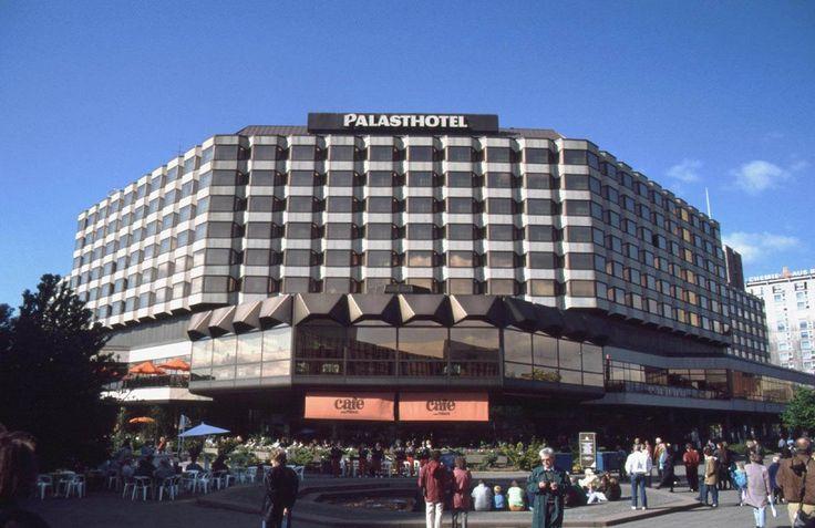 1991 Berlin - Karl-Liebknecht-Straße, Palasthotel (1979 - 2001), Seit 2004 steht dort das CityQuartier DomAquarée.  ☺