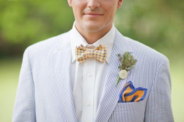 Searsucker suit, bowtie and pocket square for the preppy #groom I Greer G Photography I #groomstyle