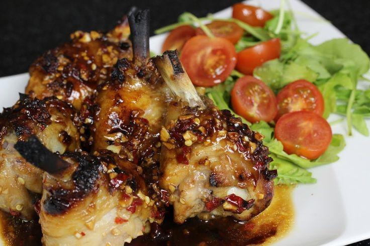 Jak zrobić Orientalne Udka Pieczone - Przepyszne udka w słodko-pikantnej marynacie. Świetny prosty i szybki pomysł na obiad - Przepis Video. Napisz nam jak Ci smakowało:)