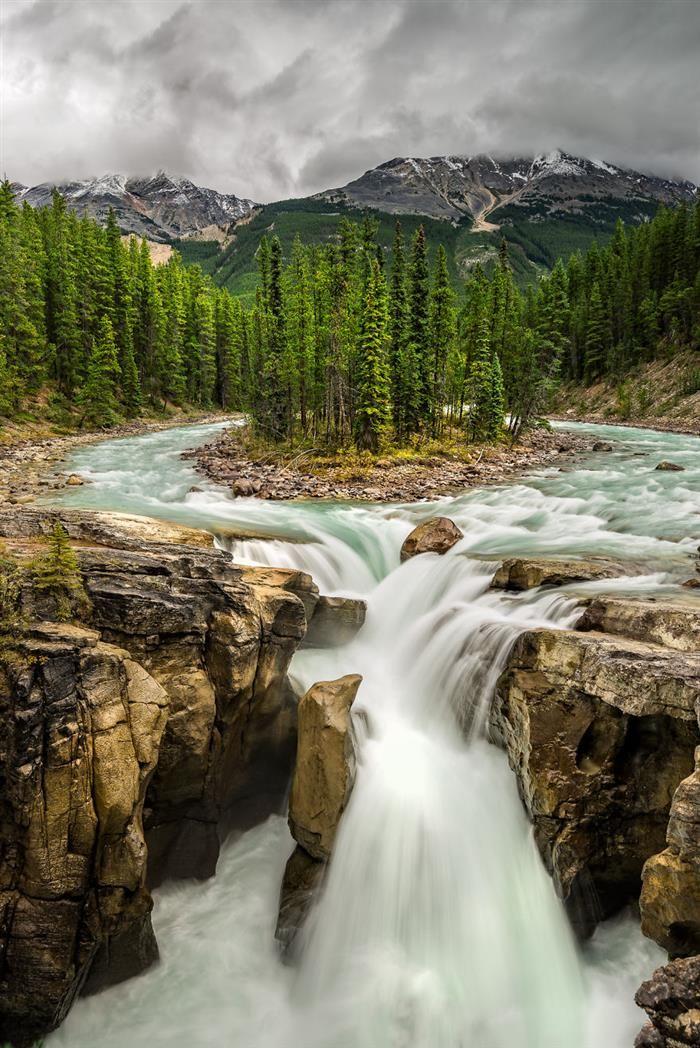 Canadá O detalhe de uma das diversas cachoeiras do país.