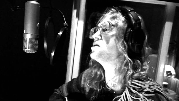 "famed singer, Allen Stone sings his mega-hit song, ""Figure It Out"" Live From Robert Lang Studios. video just shows allen and band jamming in studio. TOTALLY PG!! I LOVE ALLEN STONE!! THIS IS ONE OF MY MOST FAVORITE ALLEN STONE SONGS!! I COULD JAM TO THIS SONG ALL DAY AND ALL NIGHT!! IT NEVER GETS OLD FOR ME!! LOVE IT!! xoxo. video is courtesy of  www.youtube.com."