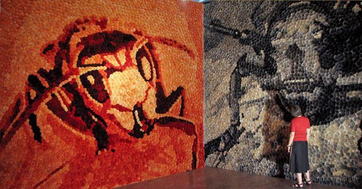 some aspects of color in general and red and black in particular [2007].  Instalación de cuatro murales de 28.000 flores naturales de cardos teñidos. 4,5 x 6,5 x 6 m. Por Mónica Bengoa. #mural #bienaldevenecia #venezia #biennale #arte #artecontemporaneo #art #contemporaryart