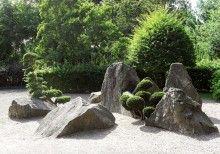 układ triadyczny w ogrodzie japońskim