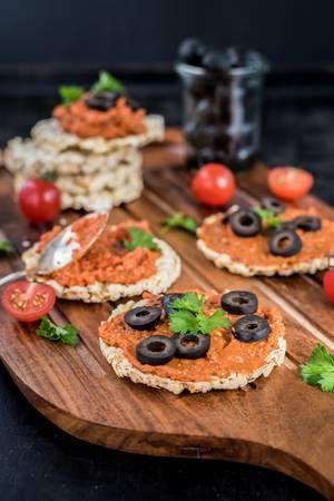 Allos: Amaranth Maiswaffeln mit Tomaten Oliven Bruschetta
