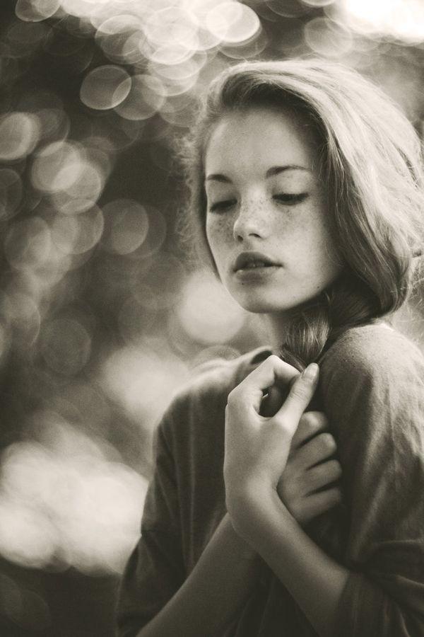 Portrait Photography by Marta Syrko. Grayish tint. Bokeh. Soft expression.