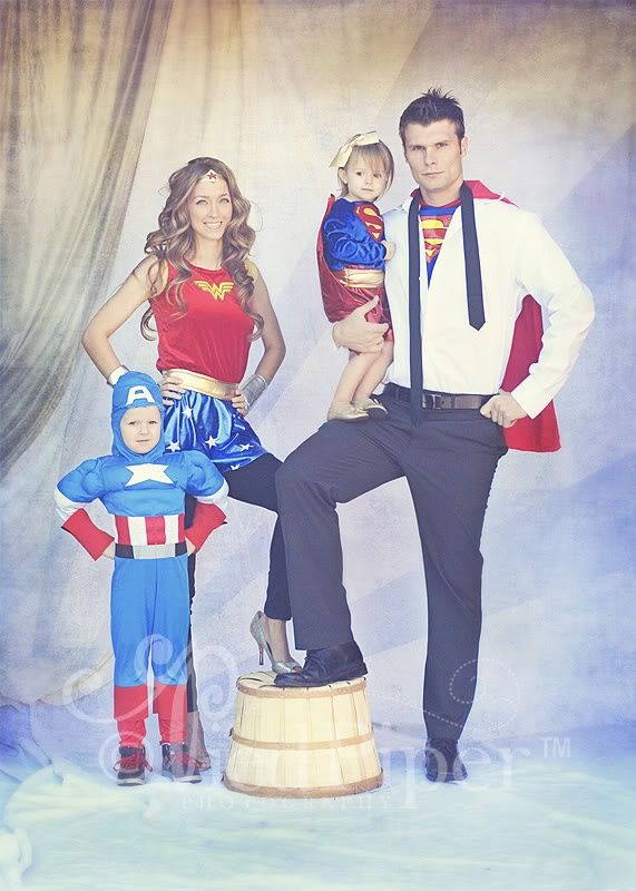 "Pied Piper Photography Super hero costumes // I WANT to do this. It would make the perfect ""awkward"" family photo Christmas card!"
