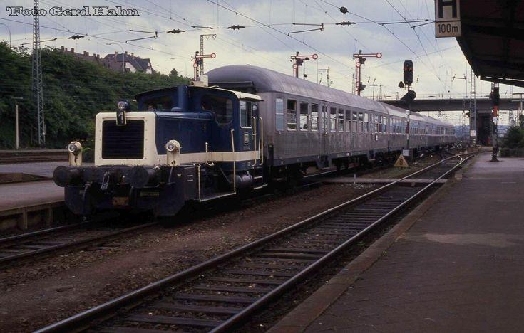25 best ideas about bahnhofsuhr on pinterest diesellok bundesbahn and tagesticket deutsche bahn - Wanduhr eisenbahn ...