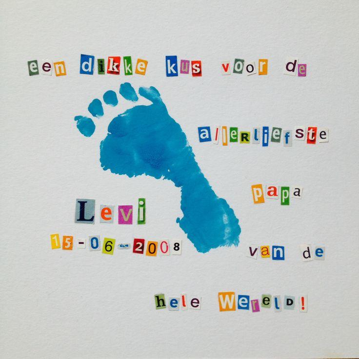 Alweer bijna 6 jaar geleden gemaakt, maar ik kan ervan blijven genieten... Voetafdruk baby voor vaderdag met geknipte letters uit tijdschriften...