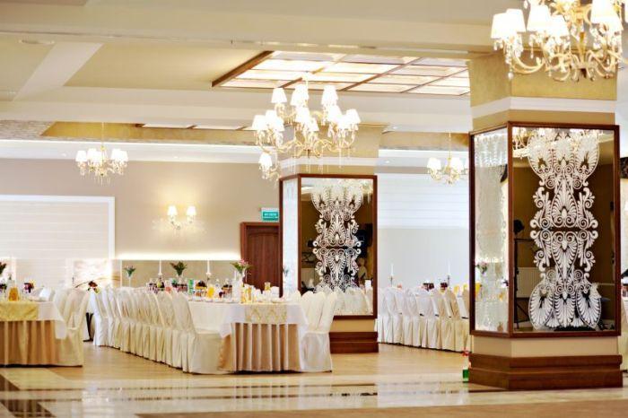Hotel Trzy Róże Pełną ofertę weselną znajdziesz na http://www.gdziewesele.pl/Hotele/Hotel-Trzy-Roze.html