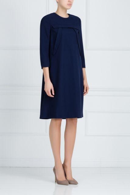 Шерстяное платье Alena Akhmadullina - Платье прямого кроя из коллекции российского бренда Alena Akhmadullina исполнено в благородном темно-синем цвете в интернет-магазине модной дизайнерской и брендовой одежды