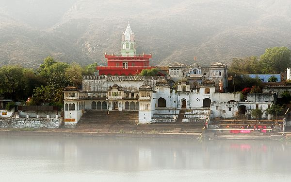Pushkar Lake is located in the town of Pushkar in the Ajmer district of Rajasthan in western India. A sacred lake for Hindus, it is surrounded by 52 bathing ghats.