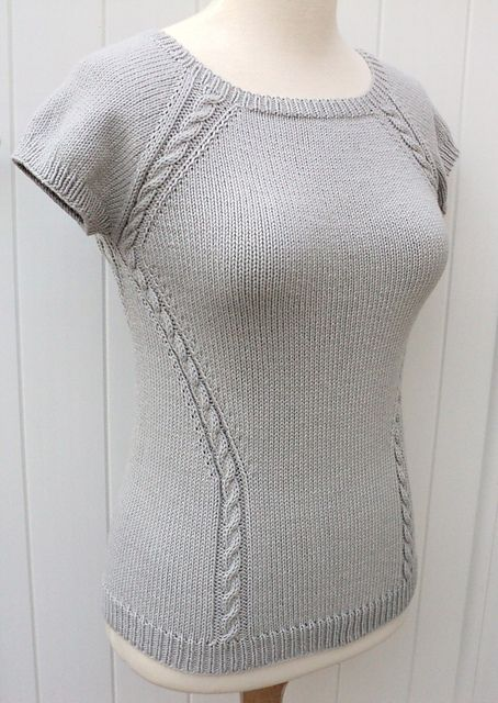 Ravelry: Project Gallery for Top raglan effet cintré pattern by Carole Francone