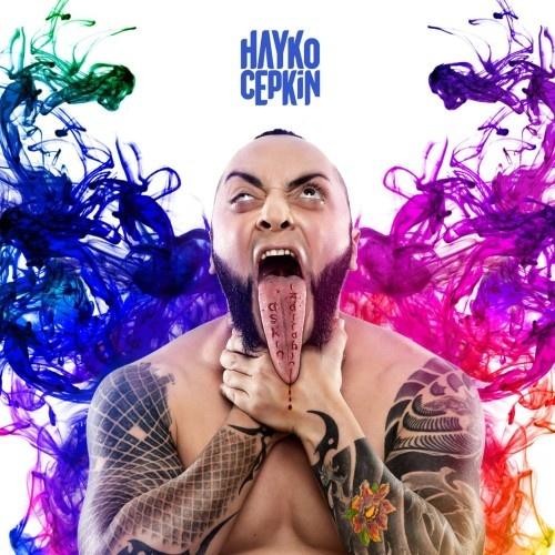 """""""Sakin Olmam Lazım"""", """"Tanışma Bitti"""" ve """"Sandık"""" adlı albümleriyle farkını ortaya koyan Hayko Cepkin, alternatif müzik alanında en önemli isimlerden biri haline geldi. Yapmış olduğu albümler, sahneye taşıdığı hikayeler, Türkiye'de hiç görülmemiş sahne performansları, dikkat çeken şarkı sözleri ile her zaman kendisinden söz ettiren sanatçı yine çok konuşulacak."""