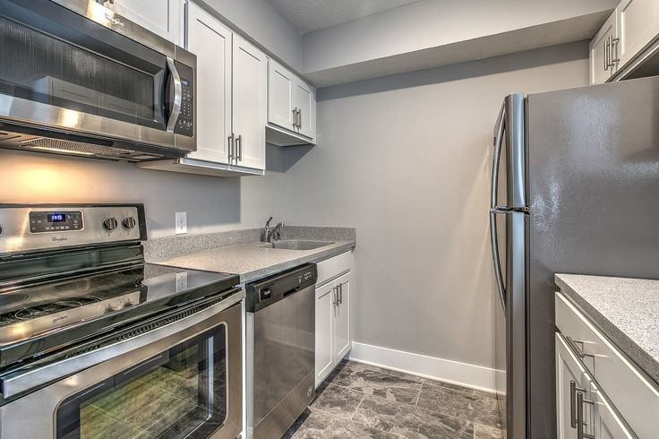 """HD Omaha on Twitter: """"#hdomaha #omaha #rent #modern #apartment #apartmentforrent #kitchen #stainlesssteel #modern #dishwasher #barrington Located off of Park Avenue in Midtown, by Downtown or Midtown Crossing.  Tiled kitchen and bath. Wood flooring in living space and new carpet in bedroom. Stainless steel appliances and updated cabinetry.  Off street parking and FREE laundry!  Call 402-618-6300 or visit hd-omaha.com to schedule your showing today!"""