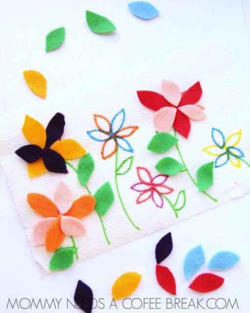 So clever! Felt flower petal play mat for preschoolers. Fun busy bag or quiet time activity for spring.