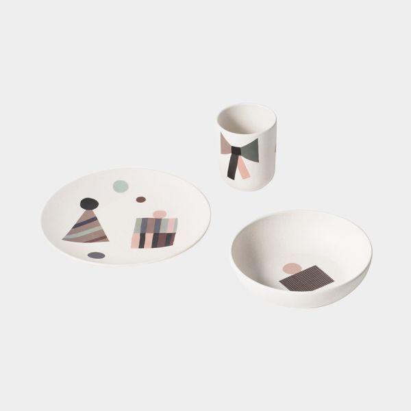 Set de vaisselle en fibre de bambou et sérigraphie sur le thème de fête Contenant une tasse, un bol, une assiette Matière biodégradable sans bisphénol, ni phtalates  Lavable au lave-vaisselle  Ne pas utiliser de micro-ondes