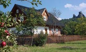 Poloroubená dřevostavba nedaleko Českého ráje