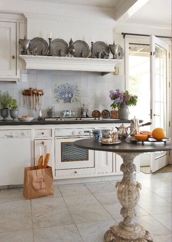 Country French Kitchens in 2020   Country kitchen designs ...