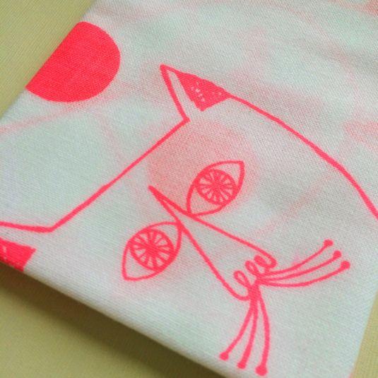 ねこじいさんの水玉てぬぐい 蛍光ピンク