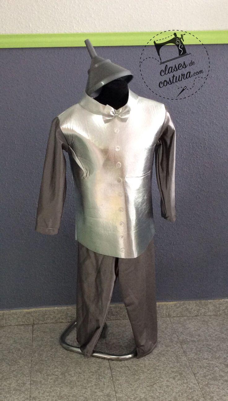 Y presidiendo nuestro escaparate esta este fantástico disfraz de el hombre de hojalata! Sylvia! Jajajaj es fantástico!