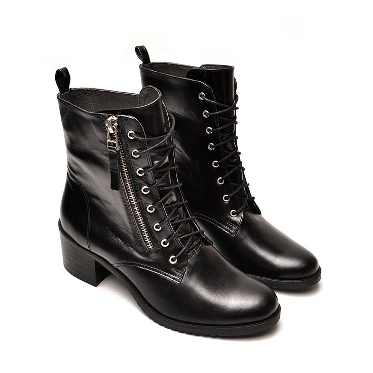 Ofelia, leather boots by noevision.com 299 zł