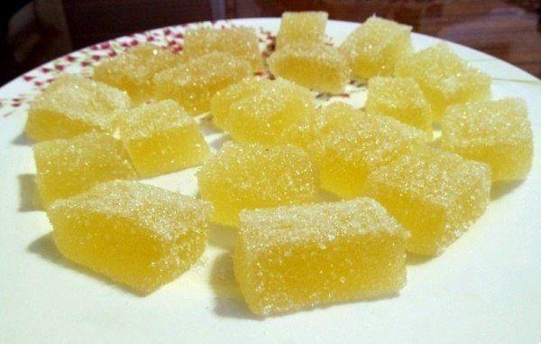 Домашний мармелад :сок апельсиновый100 мл. сок лимонный5-6 ст. л. вода100 мл. сахар1 стакан цедра апельсина и цедра лимонапо 1 ст. л. желатин20 гр.