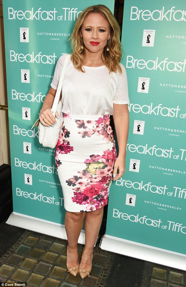 Pregnant Kimberley Walsh displays her neat bump in boho ensemble